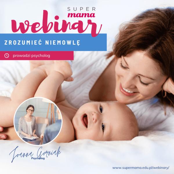 mama i niemowlę leżą na białej pościeli i uśmiechają się do siebie